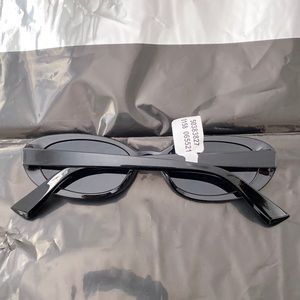 Urban Outfitters Accessories - Urban Outfitters Everly Oval Black Sunglasses